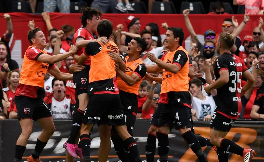 Todo Newell's festeja el gol de Formica(Fotobaires)