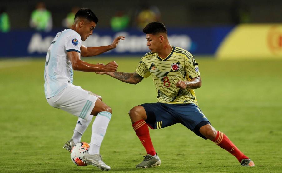 Sub 23: Jorge Carrascal le tira un caño a Fausto Vera en Colombia-Argentina(EFE)