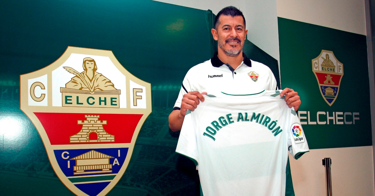 Problemas para Almirón en su llegada al Elche: la prensa española asegura  que hay algunos inconvenientes con su licencia como DT | TNT Sports