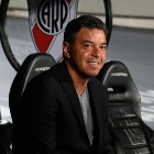 Marcelo Gallardo en el banco de River